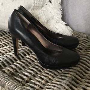 Banana Republic size 9 Pump
